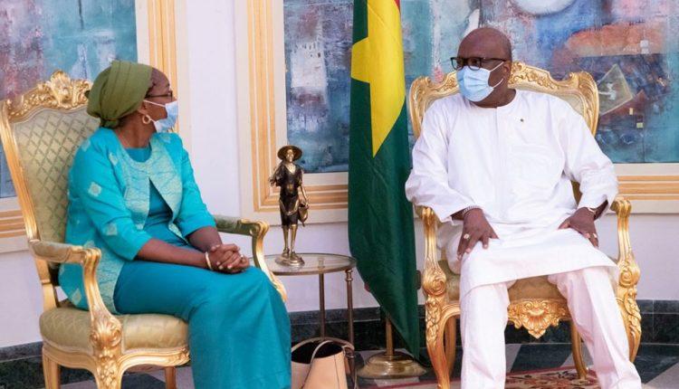 Roch Kaboré et la nouvelle représentante de la banque mondiale au Burkina Faso, Madame Maimouna Mbow Fam