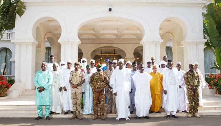 Les membres du gouvernement de la transition politique au Mali