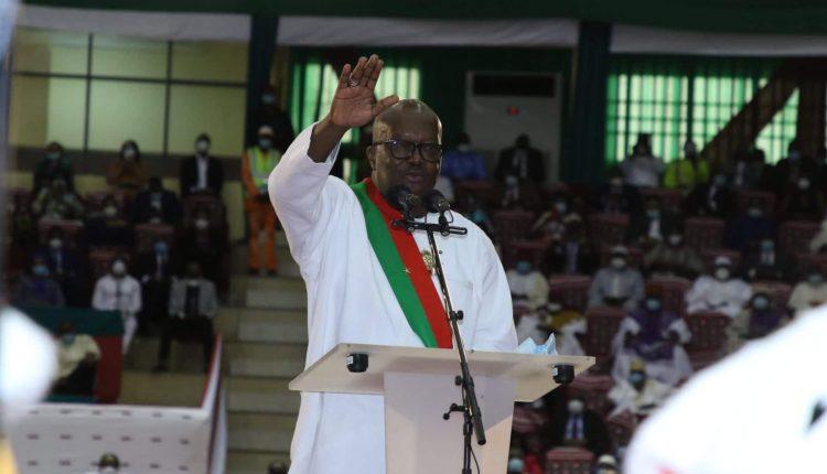 Le président burkinabé Roch Marc Christian Kaboré, investi pour un second mandat