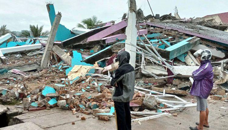 Un tremblement de terre fait des dizaines de morts en Indonésie / La Matinale