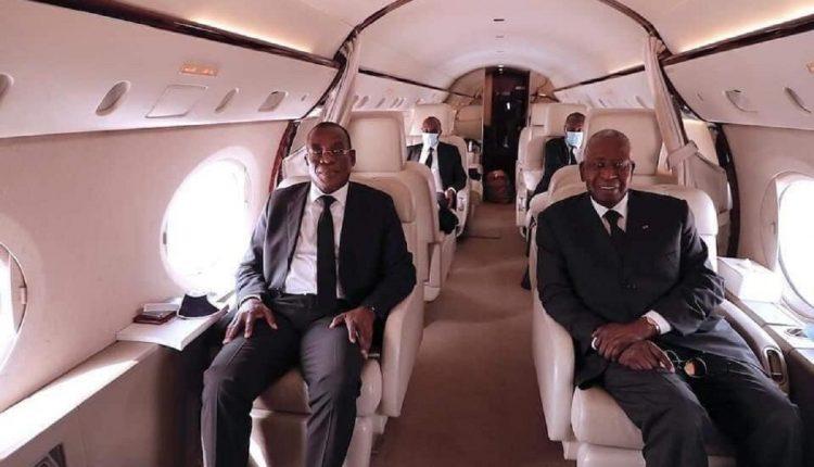 Pacal Affi N'Guessan, le président du FPI et l'ancien ministre ivoirien du pétrole de retour du Ghana pour représenter le président Alassane Ouattara aux obsèques de l'ancien président Jerry Rowlings le 27 janvier 2021