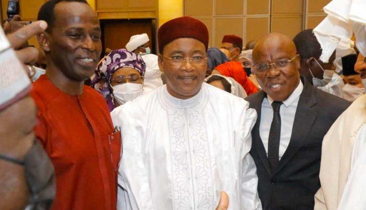 Avec Mamane et M. le Président de la République Issoufou Mahamadou. Ph: Asalfo